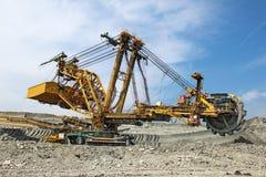 Máquina escavadora pesada de carvão na mina de carvão imagem de stock royalty free