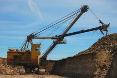 Máquina escavadora retro na ação Imagens de Stock