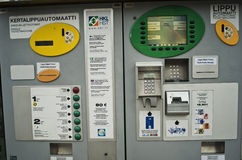 Máquina expendedora automática del boleto en Helsinki, Finlandia imagen de archivo