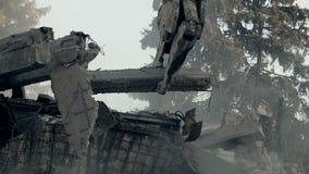 Máquina forte da demolição que remove as ruínas da casa, limpando consequências do terremoto video estoque