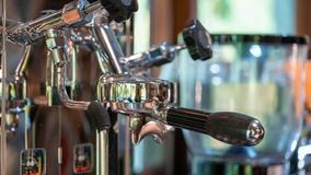 Máquina fresca do fabricante de café da fabricação de cerveja fotos de stock royalty free