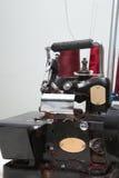 Máquina industrial del overlock Imagenes de archivo