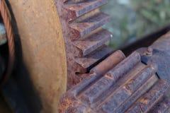 A máquina industrial oxidada parte o close up das engrenagens Imagem de Stock