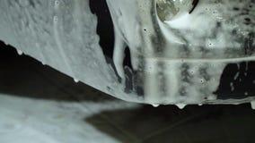 Máquina limpia de Washington del coche, colada de coche con la esponja y manguito La lavadora del coche lava el coche El coche se metrajes