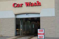 Máquina limpia de Washington del coche, colada de coche con la esponja y manguito Fotos de archivo