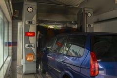 Máquina limpia de Washington del coche, colada de coche con la esponja y manguito Imagen de archivo libre de regalías