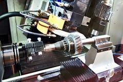 Máquina metalúrgica com moedura para a engrenagem fotografia de stock royalty free