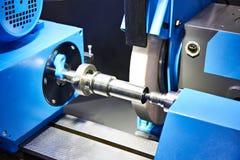 Máquina metalúrgica com moedura fotos de stock