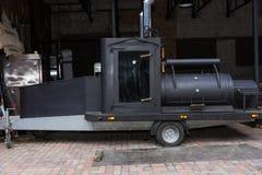 Máquina negra grande de la parrilla de la barbacoa Fotos de archivo libres de regalías