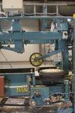 Máquina para cortar la madera en serrería Imagen de archivo libre de regalías