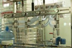 Máquina para hacer la instalación de producción del agua potable en Tailandia imagenes de archivo