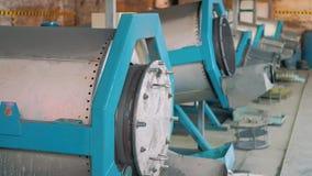 Máquina para las piezas que quitan las rebabas almacen de metraje de vídeo