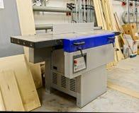 Máquina para procesar la madera imágenes de archivo libres de regalías