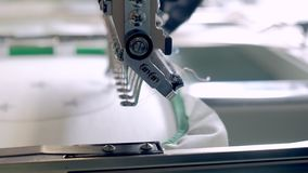 Máquina profesional e industrial de la materia textil - del bordado El bordado de máquina es un proceso del bordado por el que un metrajes