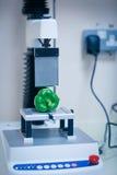 Máquina que analisa a pimenta com computador Fotografia de Stock Royalty Free