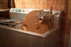 Máquina que faz o chocolate imagem de stock