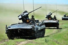 Máquina que lucha del ` de Jder del ` de MLI 84 en polígono militar rumano en el platino Eagle 16 del ejercicio 1 Foto de archivo