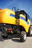 Máquina segadora amarilla Foto de archivo libre de regalías