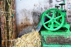 Máquina sensacional para las cañas de azúcar en Udaipur, la India Fotografía de archivo