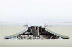 Máquina vieja de la máquina de escribir de la antigüedad del vintage Foto de archivo