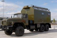 Máquinas, coches y los tanques militares en la exposición Fotografía de archivo libre de regalías