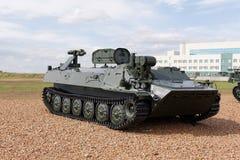 Máquinas, coches y los tanques militares en la exposición Fotos de archivo