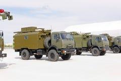 Máquinas, coches y los tanques militares en la exposición Foto de archivo libre de regalías