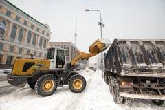 Máquinas da neve no centro da cidade Fotos de Stock Royalty Free