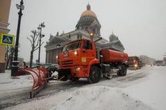 Máquinas da neve no centro da cidade Fotografia de Stock Royalty Free