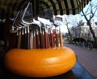 Máquinas de cortar del queso Foto de archivo libre de regalías