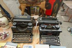 Máquinas de escrever velhas na feira da ladra em Zagreb Fotografia de Stock