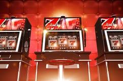 Máquinas de juego del casino de la ranura imágenes de archivo libres de regalías