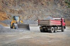 Máquinas de mineração na pedreira Foto de Stock