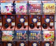 Máquinas de venda automática da cápsula do brinquedo, Osaka, Japão Imagens de Stock