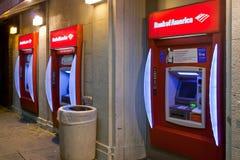 Máquinas do ATM do Banco Americano na área da mais baixa classe Imagens de Stock
