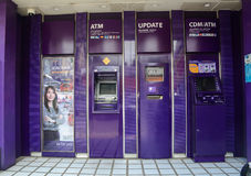Máquinas do ATM na rua em Chiang Mai, Tailândia Foto de Stock