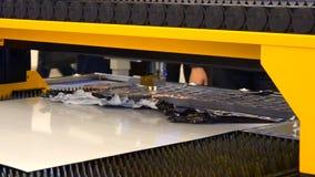 Máquinas do laser da fibra para o corte do metal vídeos de arquivo