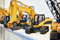 Máquinas escavadoras do brinquedo na loja Fotografia de Stock Royalty Free