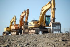 Máquinas escavadoras que restauram o dique holandês Fotografia de Stock