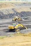 Máquinas escavadoras seguidas em uma pedreira Imagem de Stock Royalty Free
