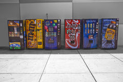 Máquinas expendedoras coloridas Fotos de archivo libres de regalías