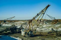 Máquinas gigantes na pedreira - máquinas escavadoras de passeio Imagem de Stock Royalty Free
