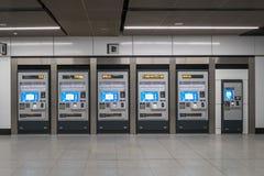 Máquinas simbólicas situadas no trânsito rápido maciço do MRT da estação É o sistema de transporte público o mais atrasado no val Imagens de Stock