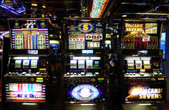 Máquinas tragaperras - casino - juegos del dinero - suerte Fotografía de archivo