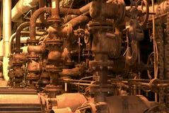 Máquinas y tubería de la fábrica Imagen de archivo libre de regalías