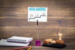 Márketing de Digitaces paso a paso medios planeamiento, negocio en línea y compra fotografía de archivo