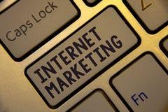 Márketing de Internet de la escritura del texto de la escritura Concepto que significa el keybo en línea de Entrepreneurship Gold fotos de archivo