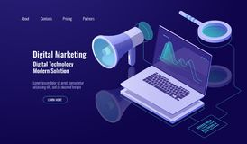 Márketing y promoción de Digitaces, publicidad online, altavoz con el ordenador portátil y lupa, datos que investigan y foto de archivo