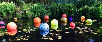 Mármores coloridos na lagoa imagem de stock royalty free