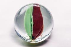 mármores de vidro no fundo branco fotografia de stock